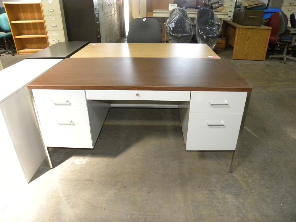 Used Steelcase 30 X60 Metal Desk With Double Pedestals And Laminate Top White Walnut